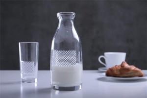 8. Kolekcja KULTOWE FORMY _ projekt ''Kultowe butelki''