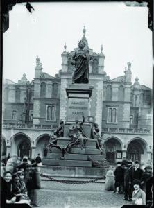 Klisza szklana negatywowa Kriegera Pomnik Adama Mickiewicza-fot. Natan Krieger lata 1894–1895 wł. MHK