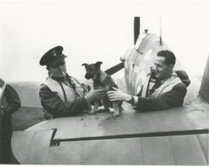 dwaj-piloci-dywizjonu-303-jan-zumbach-z-lewej-i-miroslaw-feric-archiwum-prywatne-autora