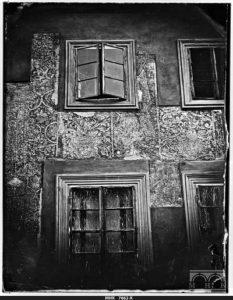 Kamienica Hipolitów fragment fasady plac Mariacki 3. Fot. Ignacy Krieger. Sgraffito na fasadzie pochodzi z lat 1650-1680 zostało odkryte w 1884 roku..
