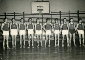 koszykarze-sparty-nowa-huta-zwani-mscicielami-z-nowej-huty-ok-1960-aut-fot-wojciech-pawlowski-wl-jan-muszak-1